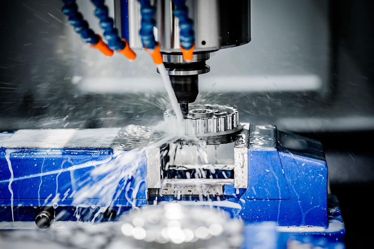 Maquinaria CNC aluminio en proceso